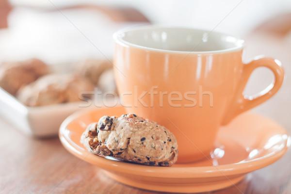 Koffiepauze granen cookies voorraad foto chocolade Stockfoto © punsayaporn