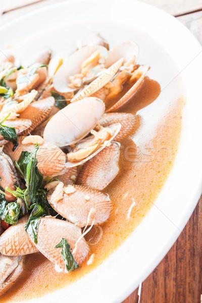 Keverés sült pörkölt chili fehér tányér Stock fotó © punsayaporn