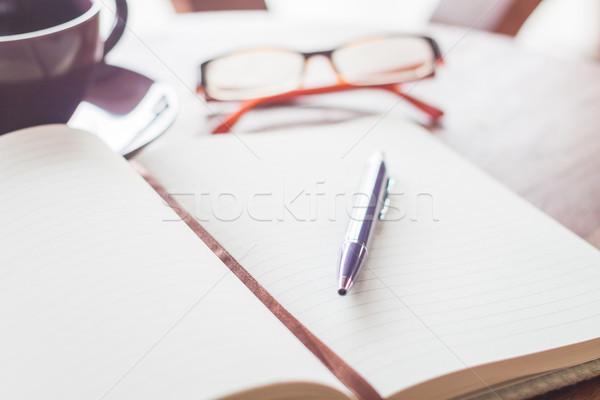 Stok fotoğraf: Kalem · defter · kahve · fincanı · gözlük · stok · fotoğraf