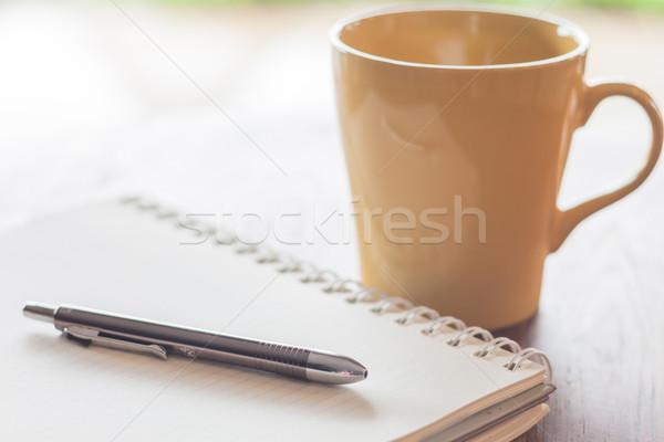 Pen notebook koffiemok voorraad foto business Stockfoto © punsayaporn