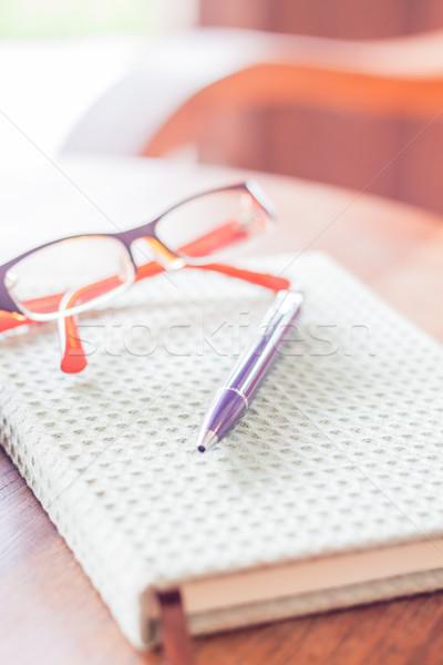 Сток-фото: пер · очки · ноутбук · складе · фото · бумаги