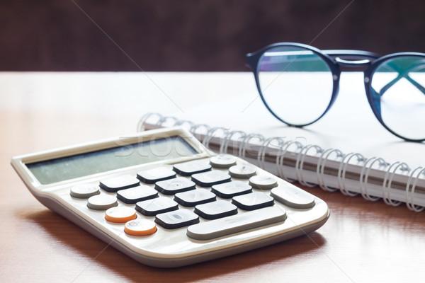 Calculadora óculos mesa de madeira estoque foto negócio Foto stock © punsayaporn