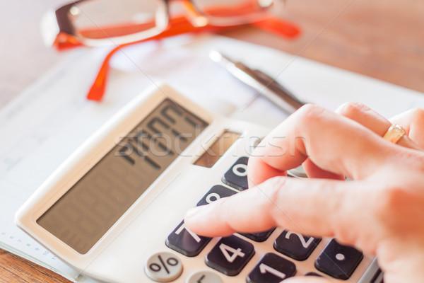 üzletasszony dolgozik számológép stock fotó papír Stock fotó © punsayaporn