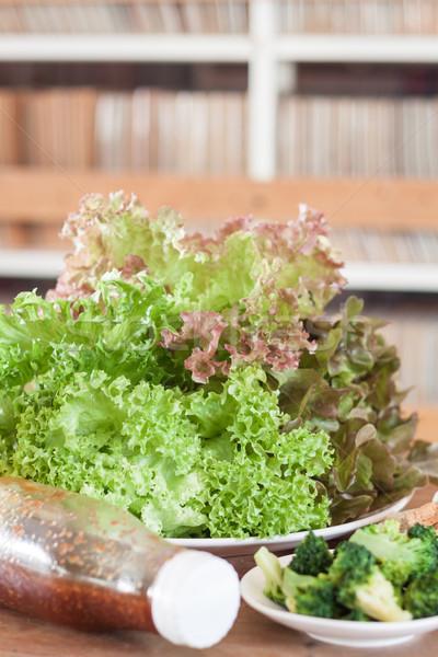 Vers groenten houten tafel voorraad foto veld Stockfoto © punsayaporn