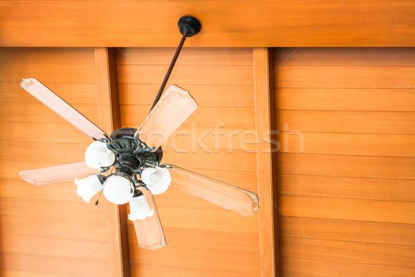 Belo enforcamento teto ventilador casa Foto stock © punsayaporn