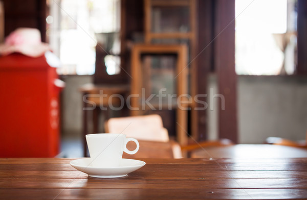 Blanche tasse de café table en bois café café couleur Photo stock © punsayaporn