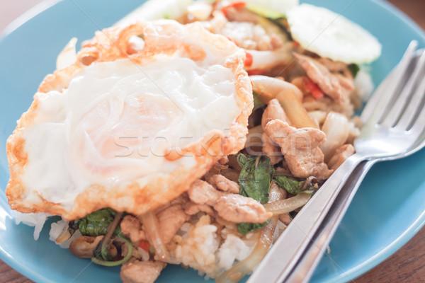 Bazsalikom sült rizs disznóhús tükörtojás stock Stock fotó © punsayaporn