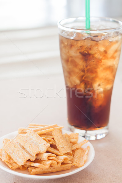 Casse-croûte blanche plaque verre Cola stock Photo stock © punsayaporn