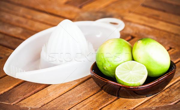 Fraîches chaux tranche squash bois fruits Photo stock © punsayaporn