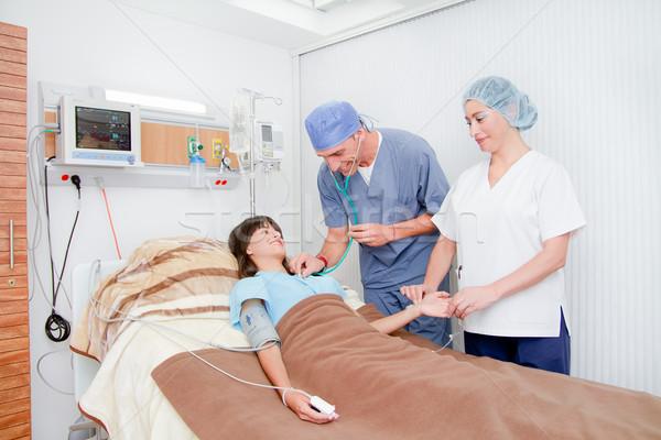 улыбаясь медицинской врач импульс медсестры женщину Сток-фото © pxhidalgo
