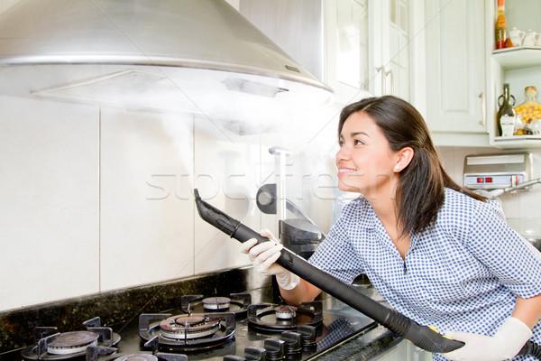 Sorridente mulher jovem limpeza cozinha luvas de borracha homem Foto stock © pxhidalgo