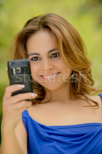 Zdjęcia stock: Dziewczyna · zdjęcie · telefonu · komórkowego · portret · atrakcyjny