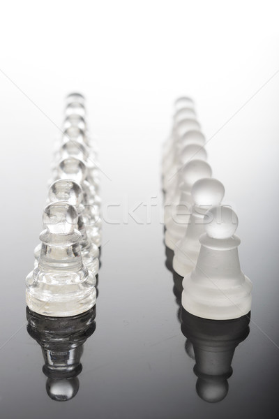 Transparente vidrio piezas de ajedrez mesa guerra ajedrez Foto stock © pxhidalgo