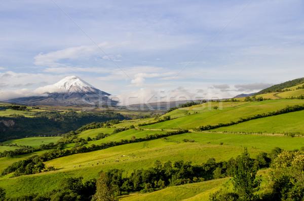Stock fotó: Vulkán · Ecuador · tájkép · égbolt · felhők · város