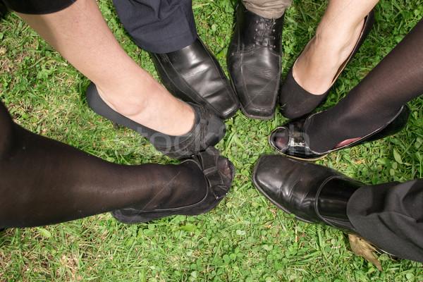 Nogi ludzi biznesu kółko kobiet buty komunikacji Zdjęcia stock © pxhidalgo