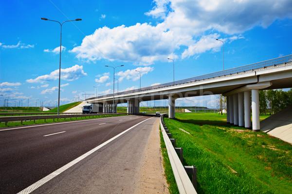 Straße Autobahn Kreuzung Brücke Wolken Gras Stock foto © pzaxe
