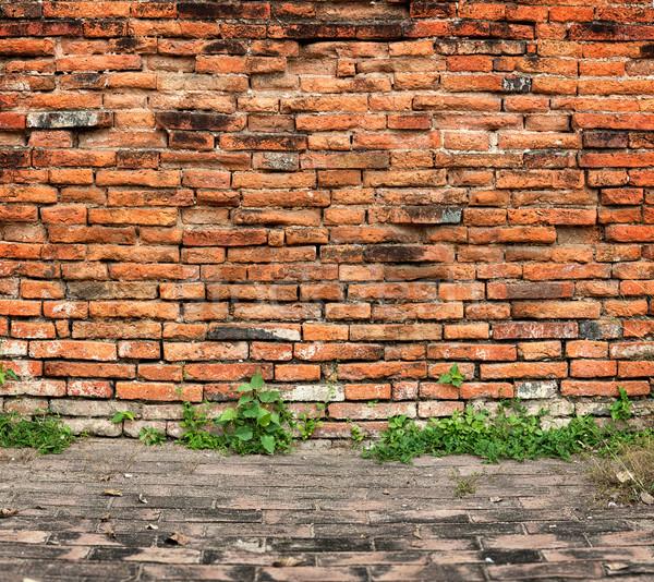 Vieux mur de briques trottoir bâtiment mur design Photo stock © pzaxe