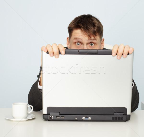 Officieel bange achter laptop kantoor gezicht Stockfoto © pzaxe