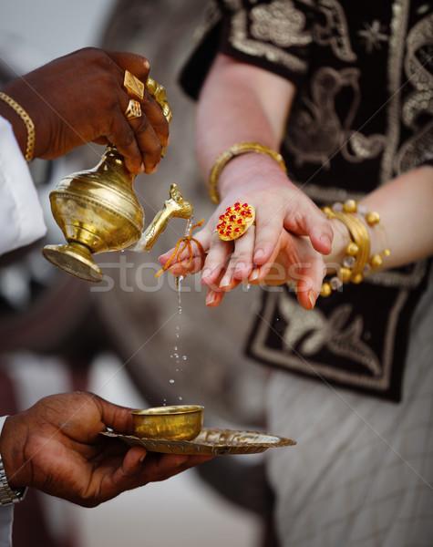 Esküvő Sri Lanka szertartás locsol ujjak ifjú pár Stock fotó © pzaxe