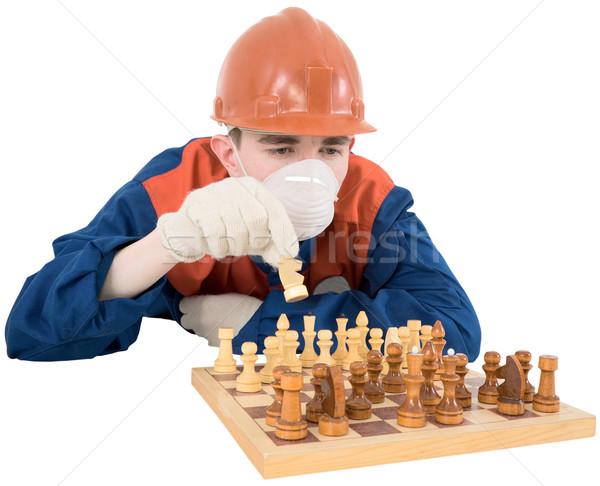 Constructeur jouer échecs jeune homme drap travailleur Photo stock © pzaxe