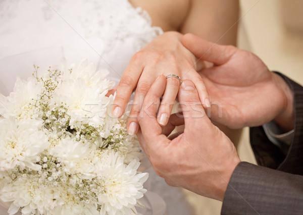 Kezek vőlegény menyasszony gyűrű közelkép esküvő Stock fotó © pzaxe