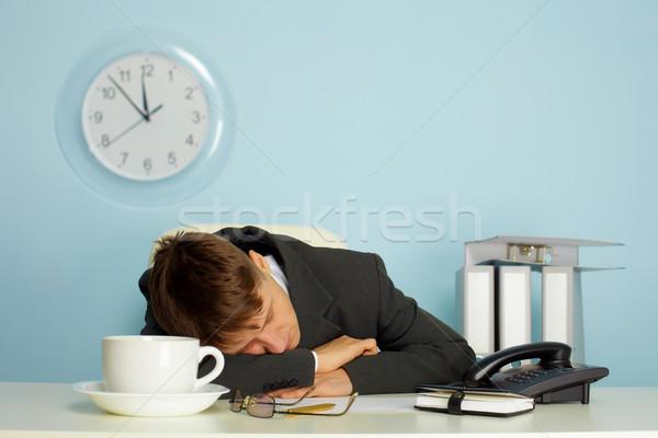 Férfi alszik állás fáradt asztal bögre Stock fotó © pzaxe