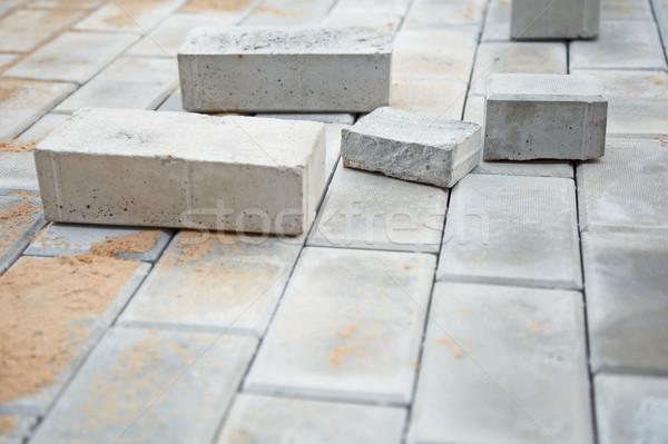 Construção bangalô cinza tijolo estrada Foto stock © pzaxe