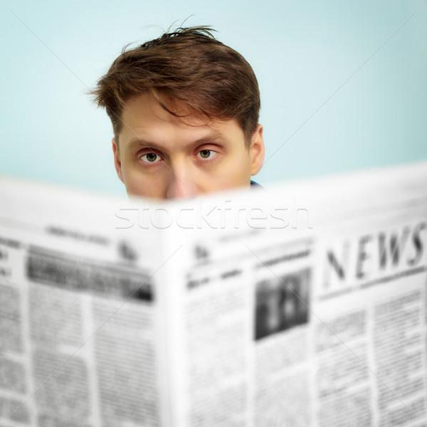 Foto stock: Homem · notícia · jornal · papel · olhos · casa
