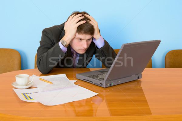 Stok fotoğraf: Işadamı · işyeri · dizüstü · bilgisayar · kahve · fincanı · bilgisayar · ofis