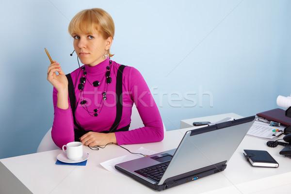 Nő specialista technikai támogatás fiatal nő iroda lány Stock fotó © pzaxe