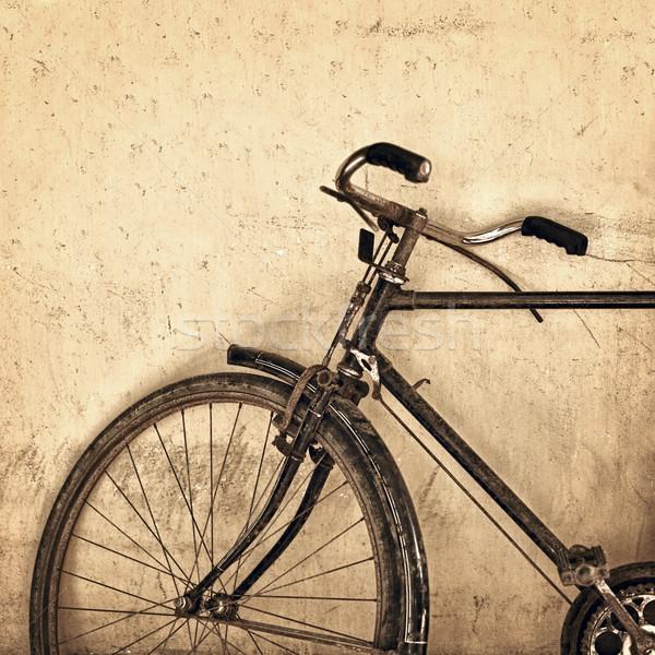 Vecchio arrugginito bicicletta grunge muro città Foto d'archivio © pzaxe