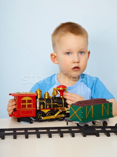 Mały chłopca gry zabawki lokomotywa plastikowe Zdjęcia stock © pzaxe