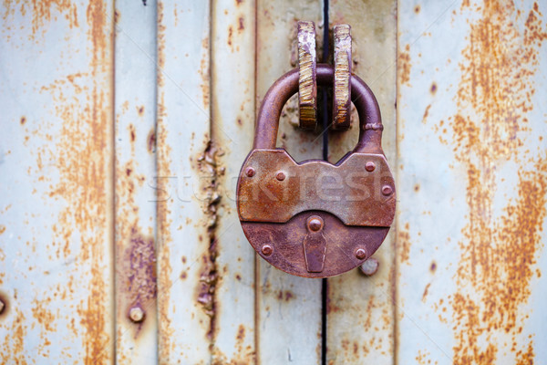 Duży starożytnych kłódki drzwi ściany farby Zdjęcia stock © pzaxe