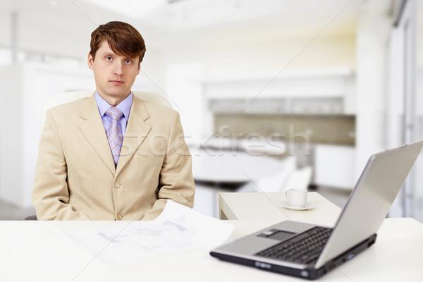 Stock fotó: Fiatal · komoly · üzletember · munkahely · laptop · arc