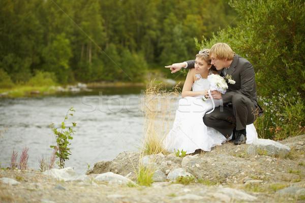 невеста жених сидеть берег реки девушки свадьба Сток-фото © pzaxe