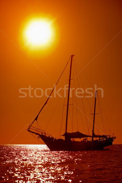 Silhouette voile yacht tropicales mer coucher du soleil Photo stock © pzaxe