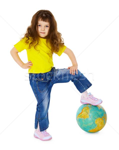 Petite fille pied géographique monde isolé blanche Photo stock © pzaxe