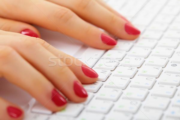 Stock fotó: Női · kezek · számítógép · billentyűzet · gépel · közelkép · üzlet
