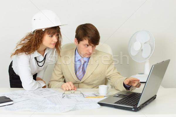 Jeunes experts travaux bureau deux femme Photo stock © pzaxe