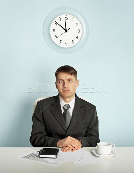 Empresario espera oficina lugar de trabajo sesión hombre Foto stock © pzaxe