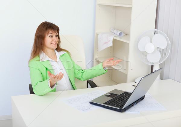 Stock fotó: érzelmes · lány · ül · iroda · laptop · nő
