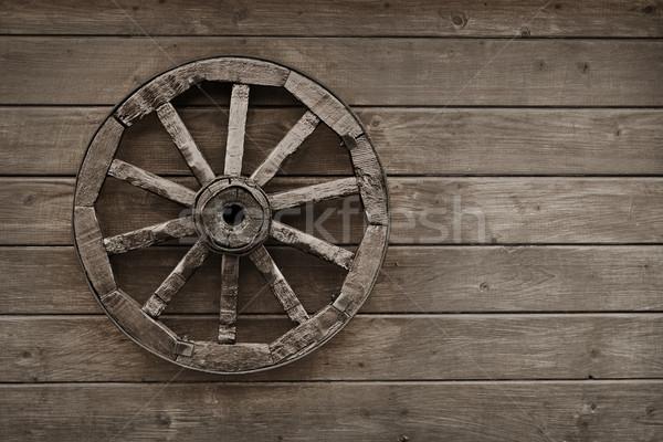 古い ワゴン ホイール 木製 壁 納屋 ストックフォト © pzaxe
