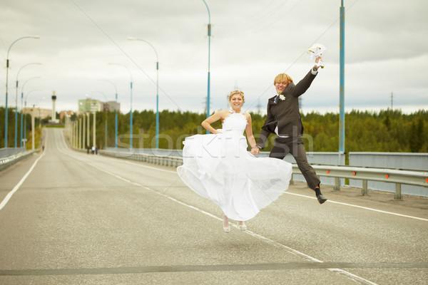 Nouvellement marié paire autoroute jeunes fille Photo stock © pzaxe