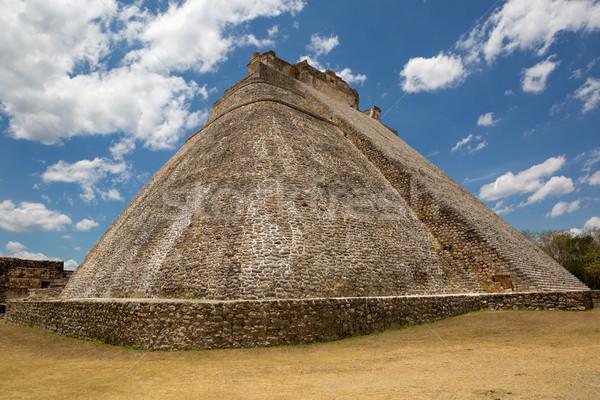 Piramit kenar taş ibadet bulut tropikal Stok fotoğraf © Quasarphoto
