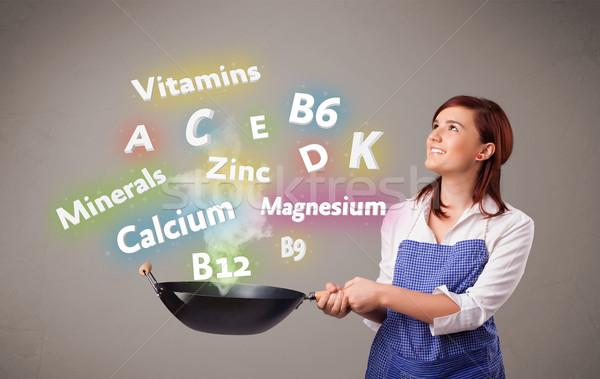 Mulher jovem cozinhar vitaminas minerais bastante comida Foto stock © ra2studio