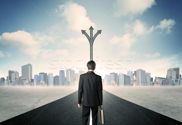 Empresário em pé estrada sucesso céu cidade Foto stock © ra2studio