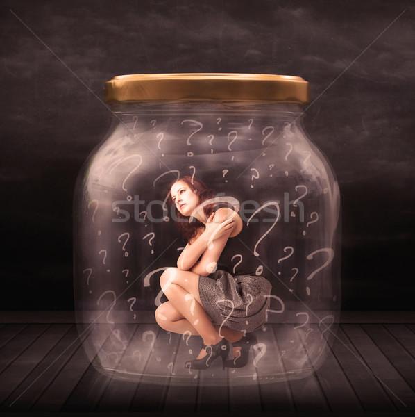 Foto stock: Empresária · trancado · jarra · pontos · de · interrogação · vidro · triste