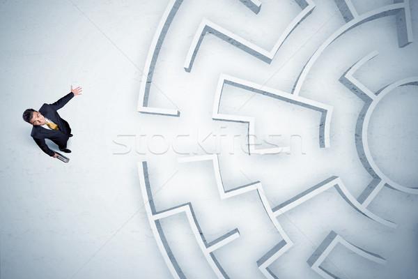 üzletember néz körkörös labirintus sehol stresszes Stock fotó © ra2studio