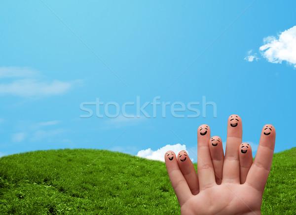 счастливым улыбаясь пальцы пейзаж декораций Сток-фото © ra2studio