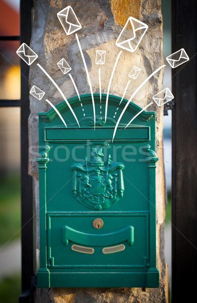 Fuori mailbox lettere carta muro Foto d'archivio © ra2studio